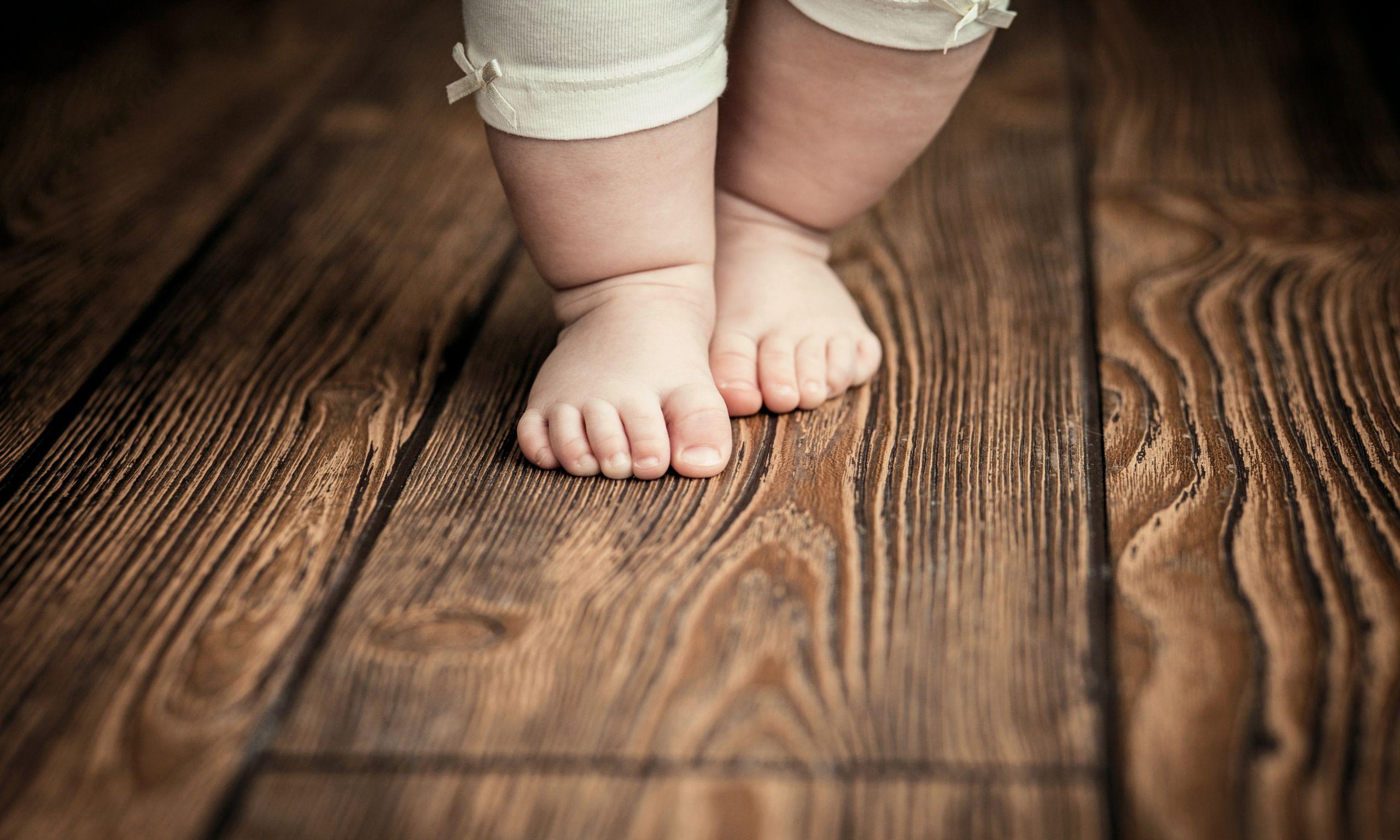 primi passi, piedini, bambini
