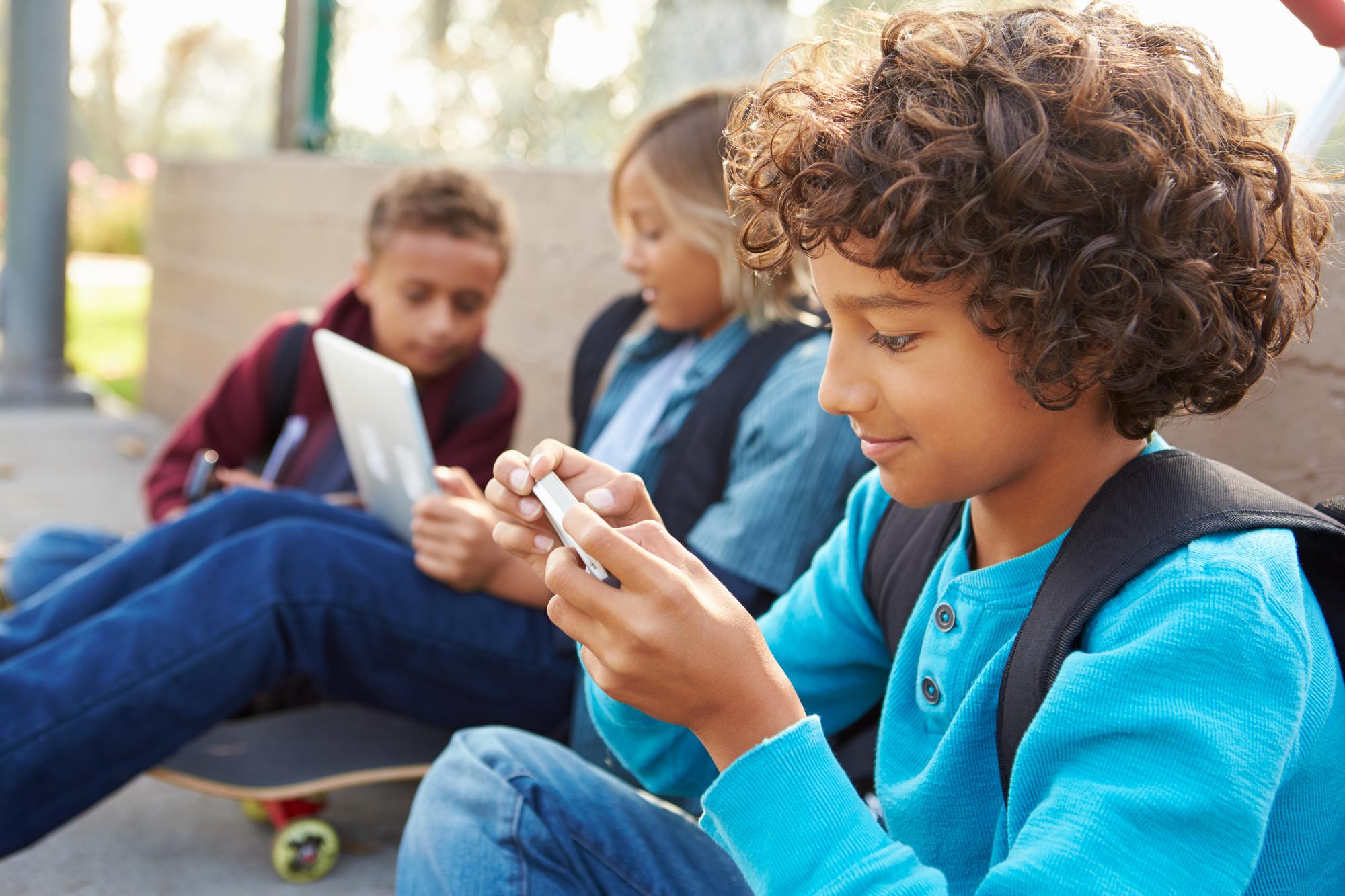 Distratti o multitasking? Smartphone e tablet e lo sviluppo dei bambini